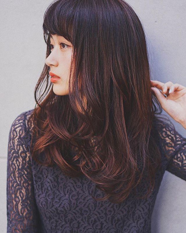 カラーロングヘア 巻き髪アレンジ2