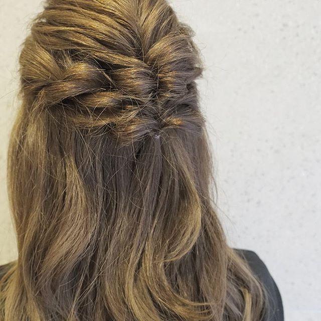 ボリューム感のるミディアムヘア
