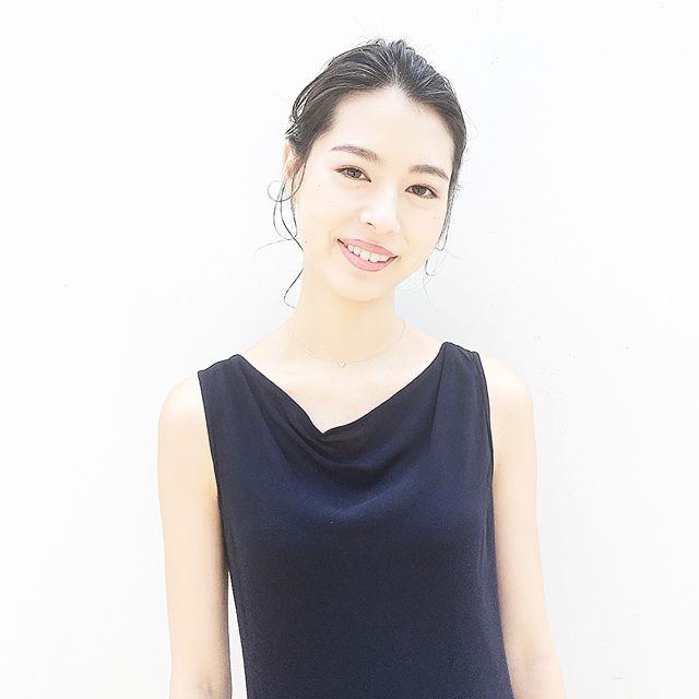 オフィスカジュアル ロング 髪型5