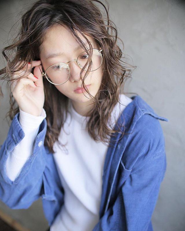 オフィスカジュアル 髪型 スタイリング剤