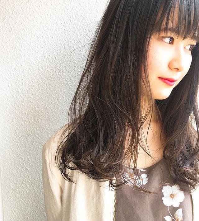 前髪あり ロングヘア 巻き髪アレンジ2