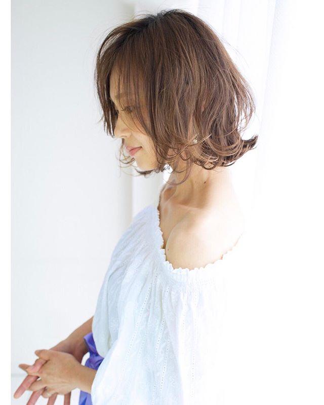 カラーがきれいな前髪なしのショートボブ