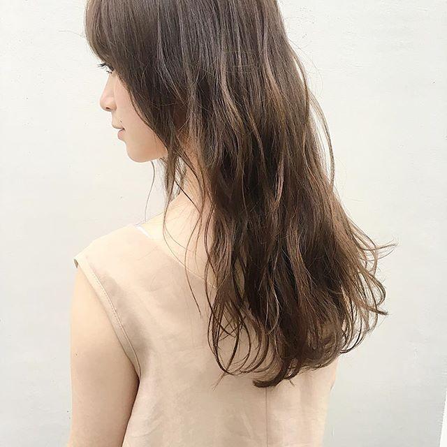 カラーロングヘア 巻き髪アレンジ6