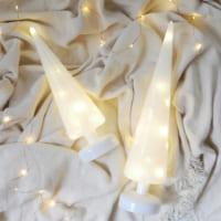 ホワイトのツリーでナチュラルに♪柔らかな光が幻想的な「クリスマスオブジェ」