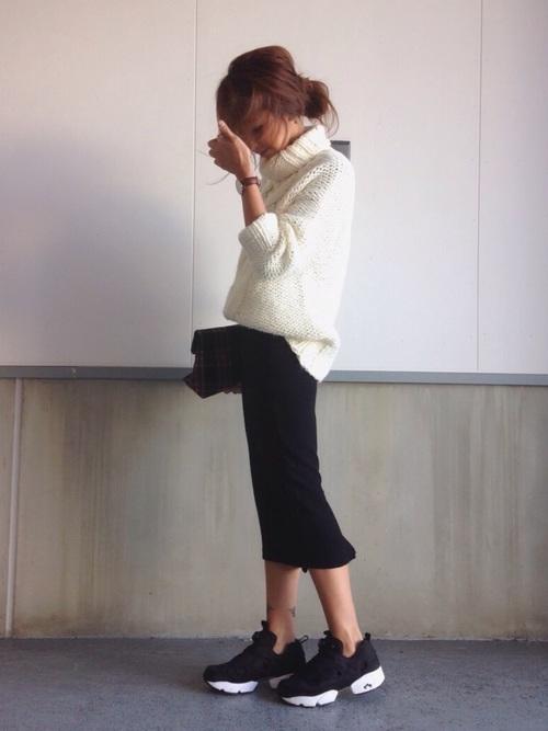 ざっくりニット×黒スカート
