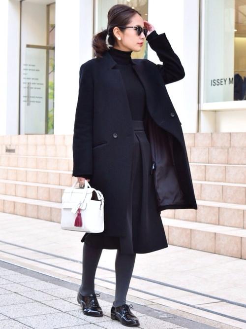 きれいめコート×黒スカート