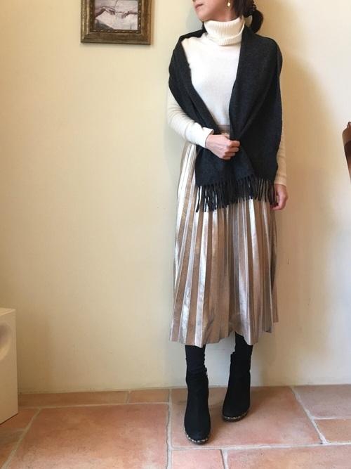 ZARAの上品ゴールドスカート