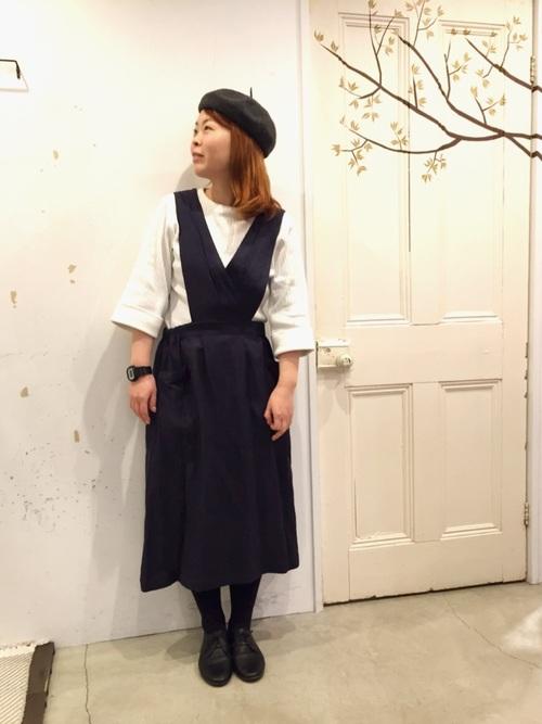 紺サロペットスカート×ベレー帽コーデ