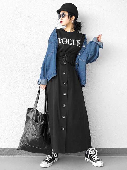 デニムジャケット×黒トレンチスカート