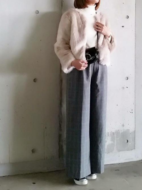 ファージャケット×グレーワイドパンツ