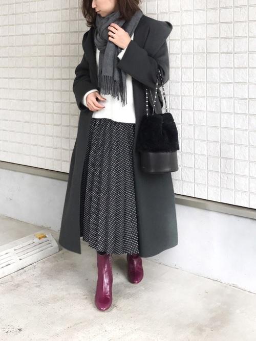 ZARAのきれいめドット柄スカート