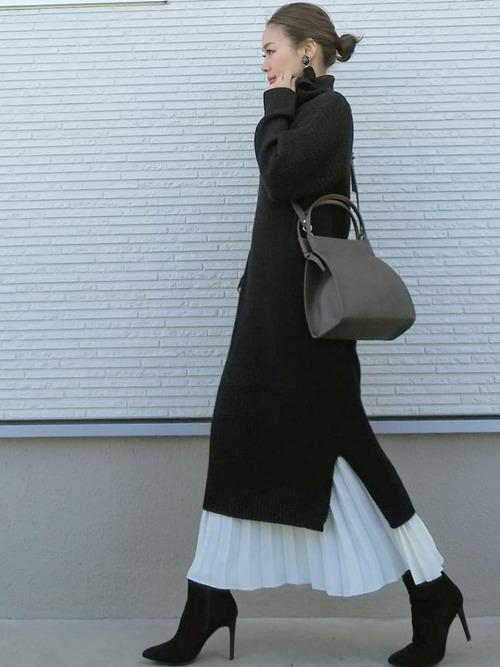 ニットワンピース×白スカート