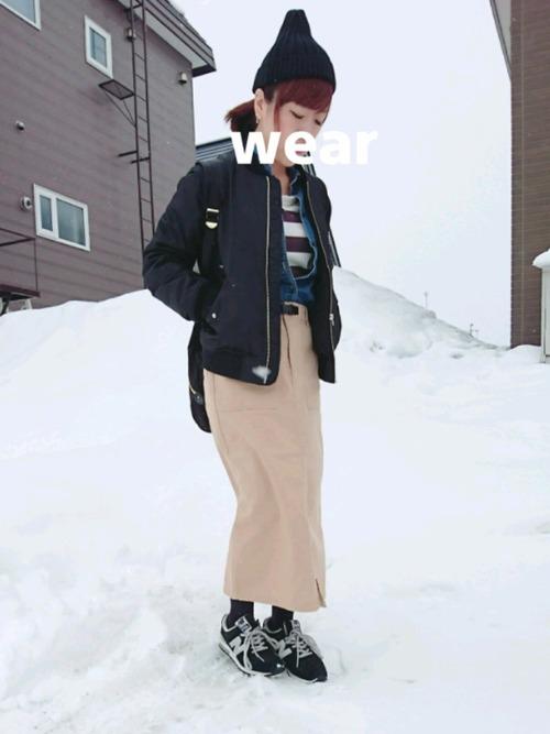 黒ブルゾン×チノタイトスカートの雪の日コーデ