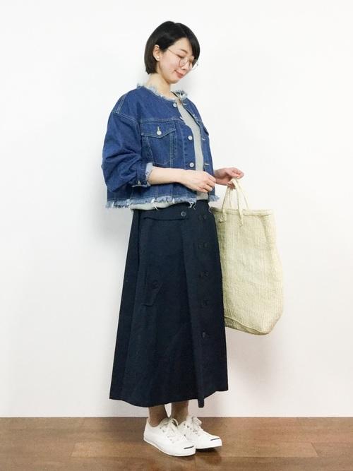デニムジャケット×ネイビートレンチスカート