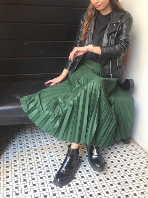 ZARA緑スカート×ライダースの春コーデ