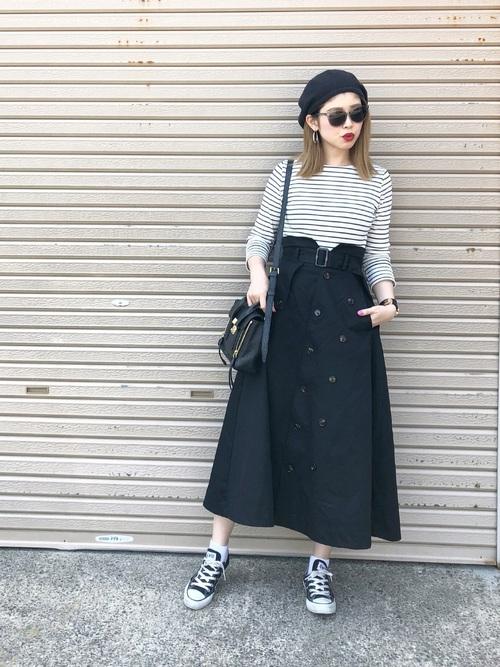 ボーダートップス×黒トレンチスカート