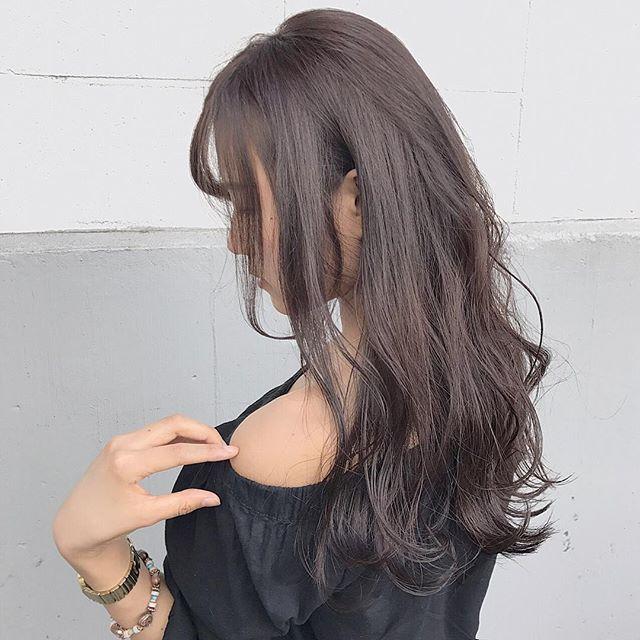 カラーロングヘア 巻き髪アレンジ5