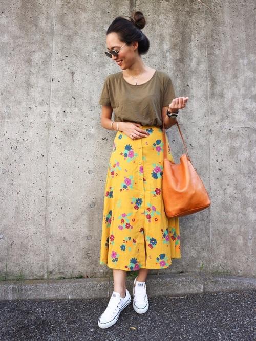 花柄イエロースカート×カーキTシャツ