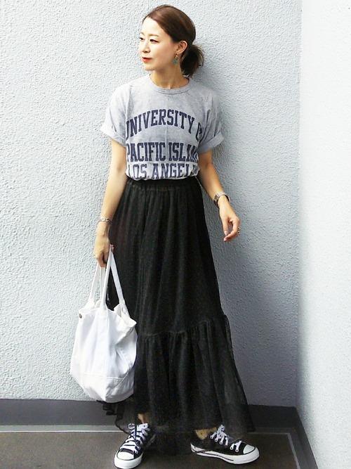 ブラックチュールスカート×カレッジTシャツ