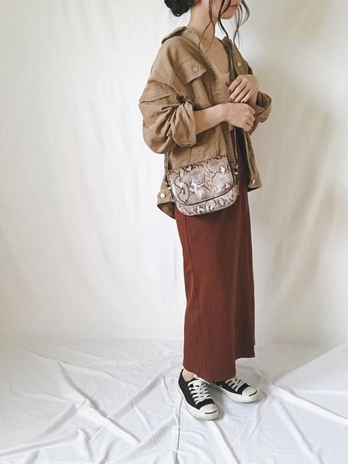 コーデュロイジャケット×セミタイトスカート