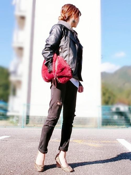 ライダースジャケット×黒デニム