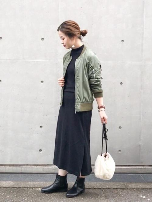 MA-1ジャケット×ロングスカート