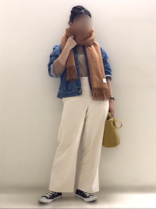 デニムジャケット×白ワイドパンツ