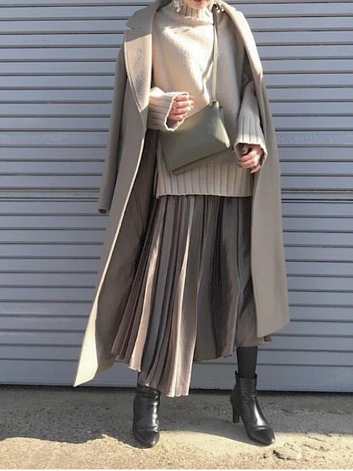 ロングチェスターコート×プリーツスカート
