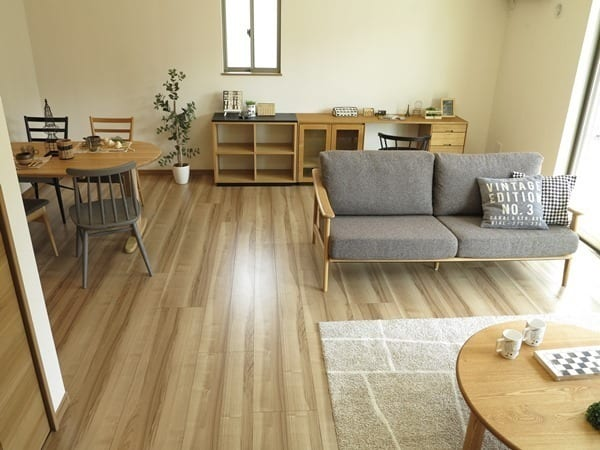 低い家具で作る18畳LDKレイアウト