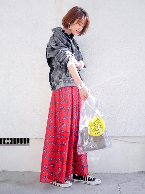 デニムジャケット×花柄スカート
