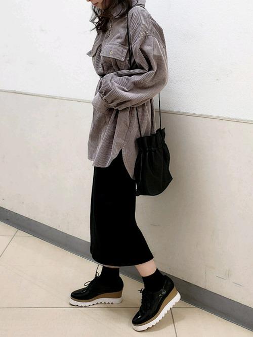 【2020春】黒タイトスカートの最新コーデ3