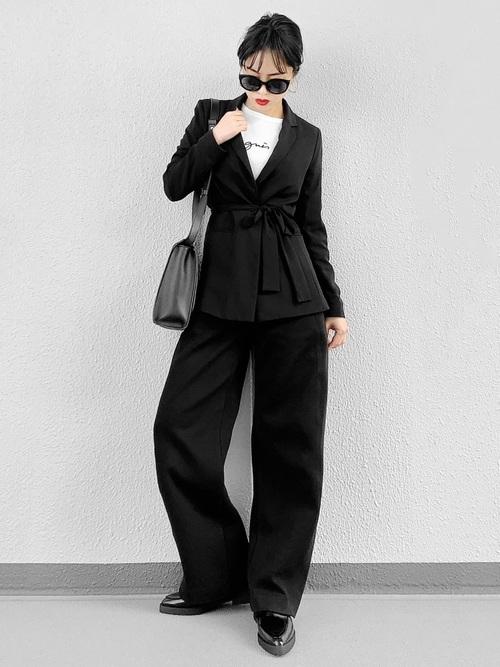 東京で魅力の際立つモードなブラックコーデ