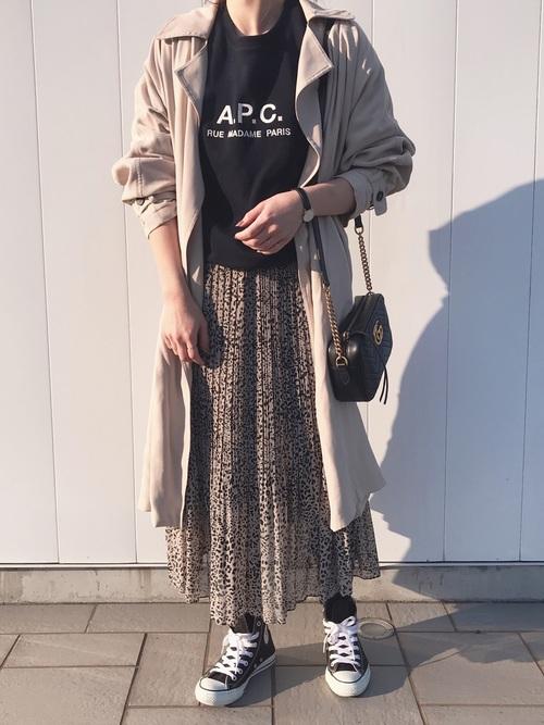 トレンチコート×レオパード柄スカート