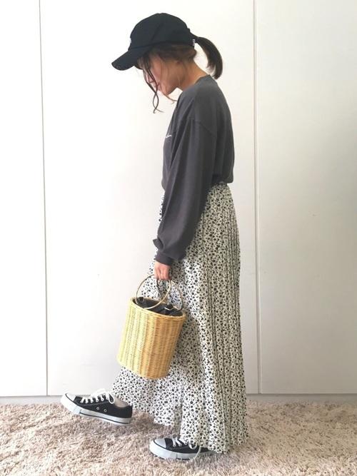 [E hyphen world gallery] 小花柄ロングプリーツスカート ●