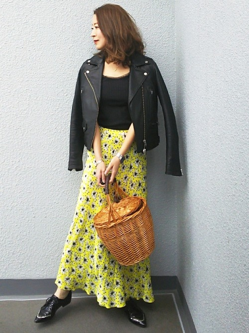 ライダースジャケット×花柄スカート