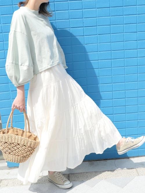 【2020春】白フレアスカートの最新コーデ5