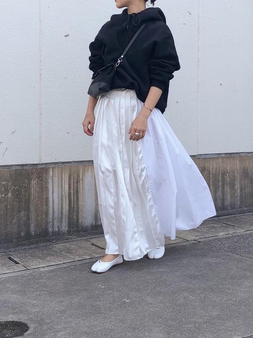 【2020春】白プリーツスカートの最新コーデ3