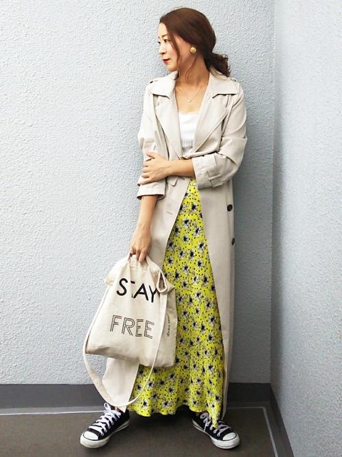 ZARA黄色花柄スカート×トレンチの春コーデ
