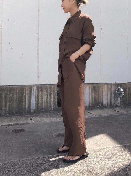 ミリタリーシャツ×ワイドパンツ