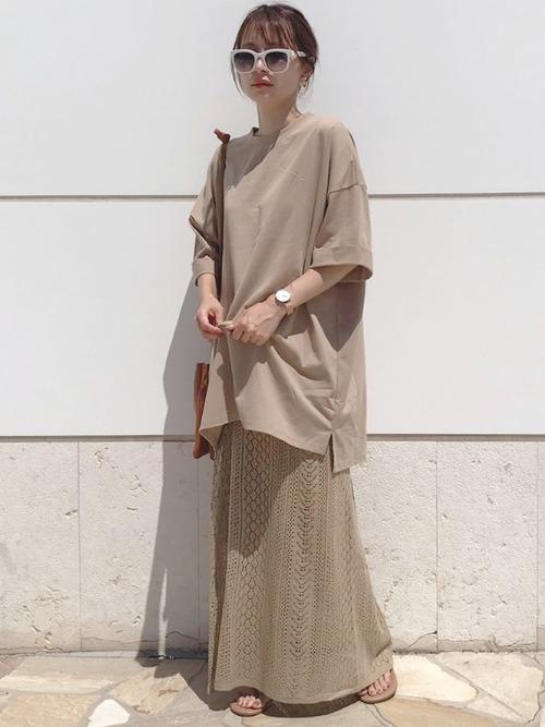 透かし編みニットスカート×オーバーサイズTシャツ
