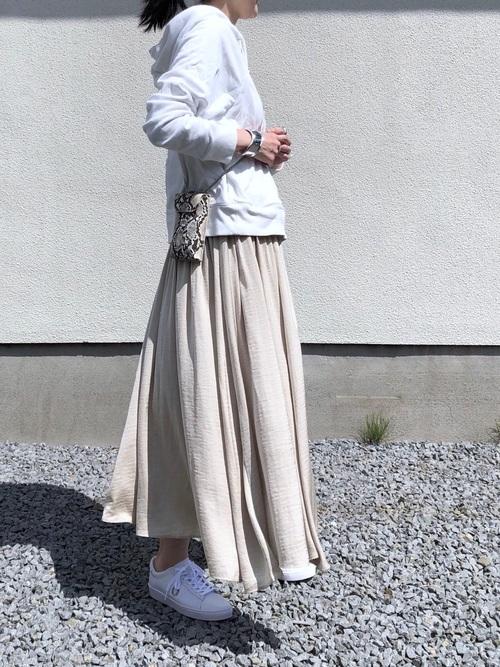 プルオーバーパーカー×ギャザースカート