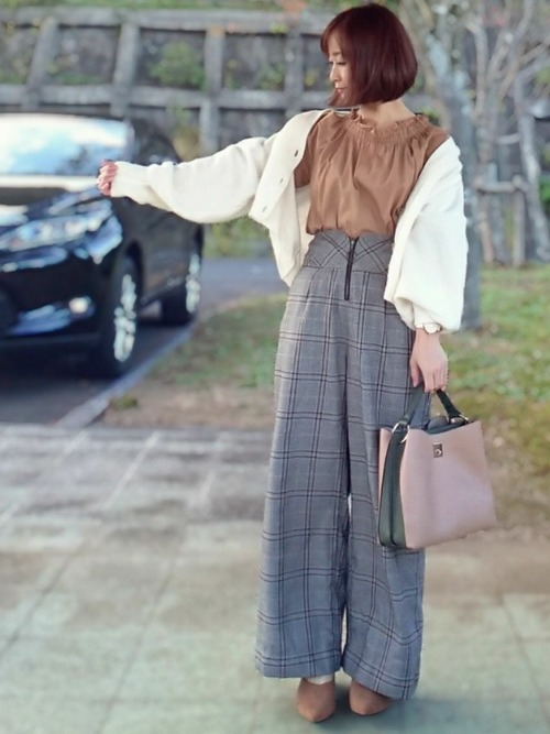 丸みカーディガンと秋パンツでレディースコーデ