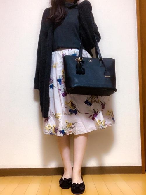 トレンドの花柄スカートコーデ