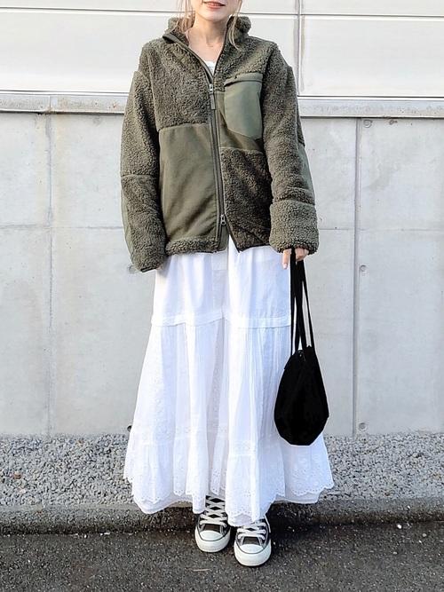 フリースジャケット×レーススカート