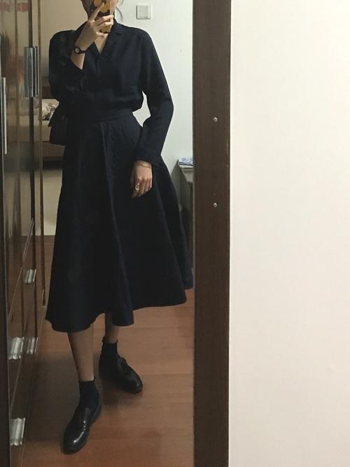 シャツ&フレアスカートでビジネスカジュアル