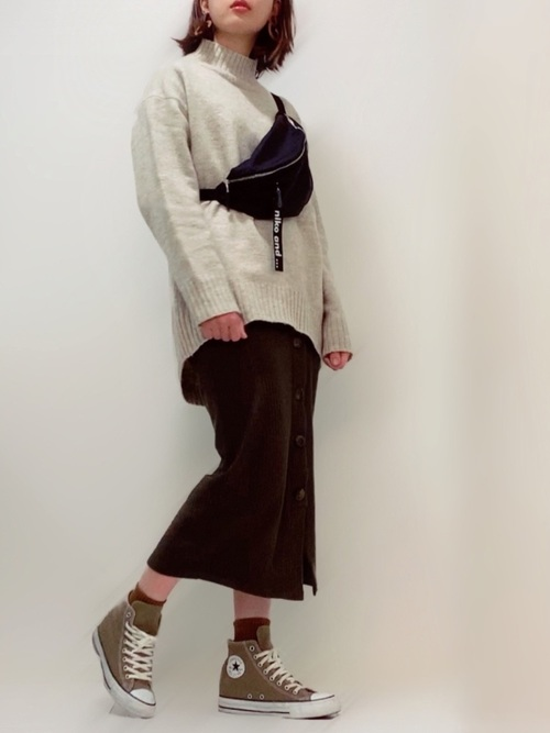 ZARAタイトスカート×ベージュニットの秋コーデ