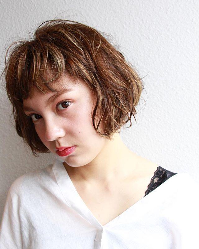 ガーリーなオン眉ぱっつん前髪