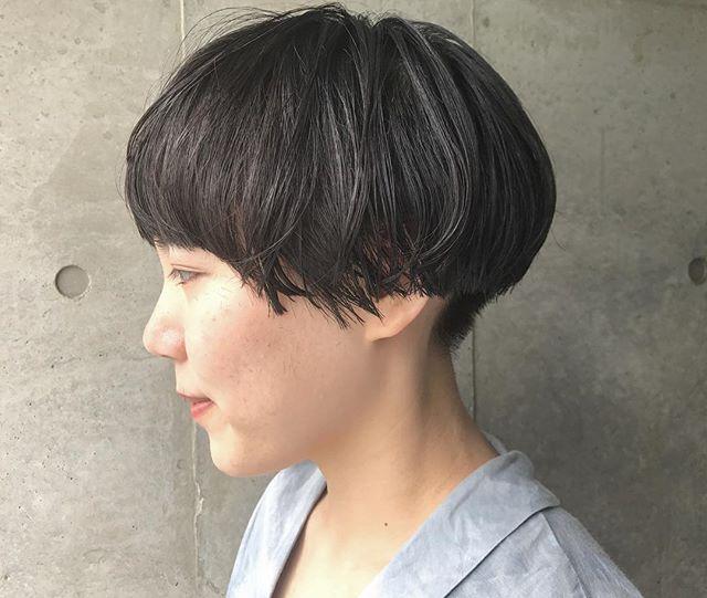 大人女性のショートボブヘア《黒髪》