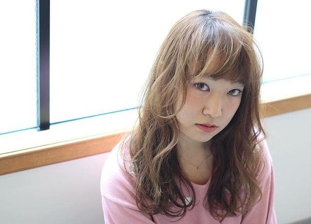 前髪あり ロングヘア 巻き髪アレンジ5