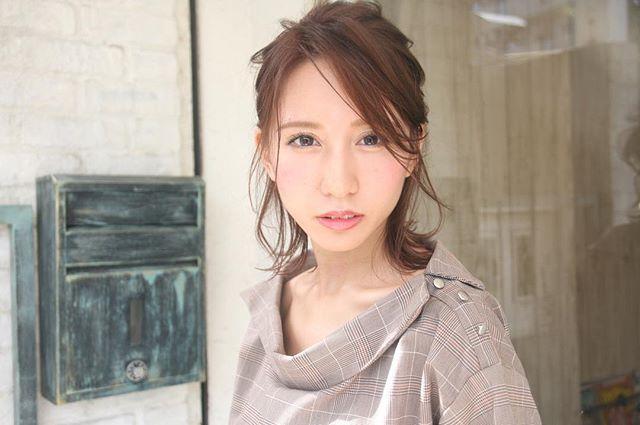 オフィスカジュアル ミディアム 髪型3